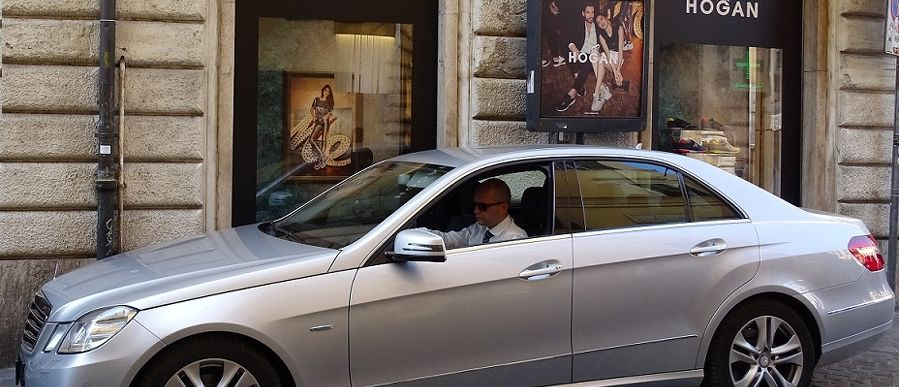 Chauffeured luxury cars at your disposal in Rome